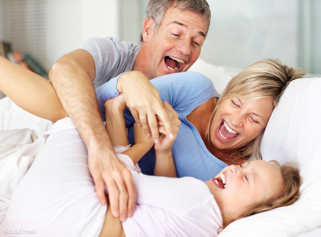 stockfresh 58972 modern-family-enjoying-themselves-on-bed sizeM