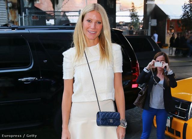 Gwyneth Paltrow rövid ujjú pulóverben New Yorkban.