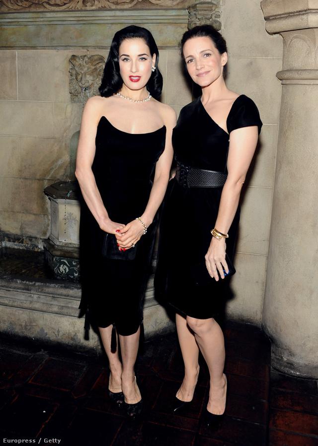 Dita Von Teese és Kristin Davis feketében.
