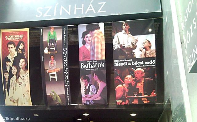 A színház portálja 2010-ben