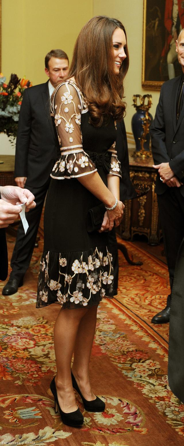 Kate Middleton Alice Temperley virágos ruhában