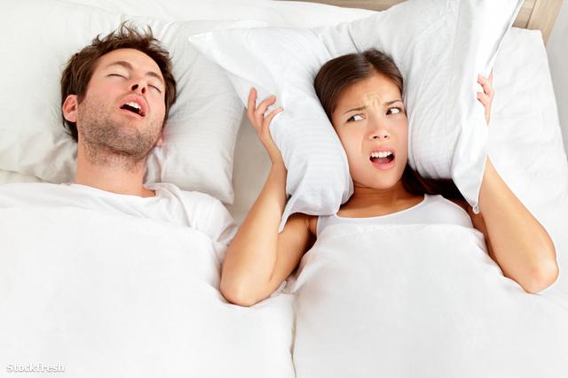 stockfresh 1690070 snoring-man---couple-in-bed sizeM
