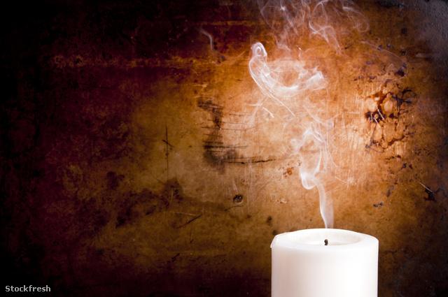 stockfresh 2048039 candle-smoke-trails sizeM