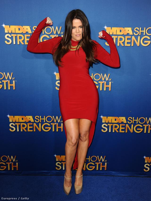 Mutassuk meg a lábakat!  (Khloe Kardashian)