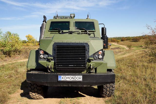 A Komondor motortere is védett, sok hasonló jármű csak a legénységét óvja
