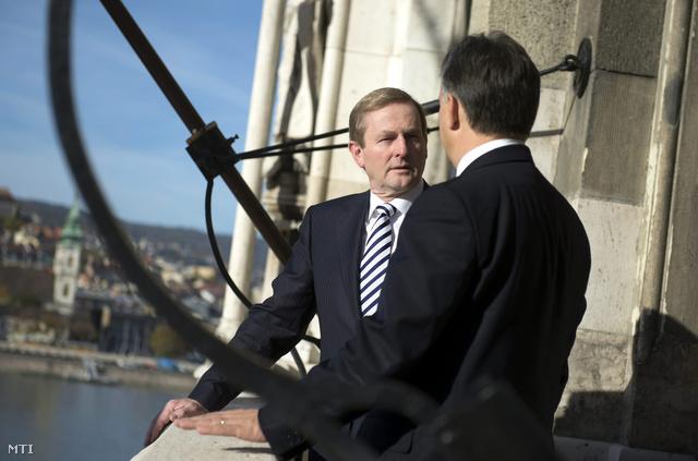A magyarországi munkalátogatáson tartózkodó Enda Kenny ír kormányfő és Orbán Viktor