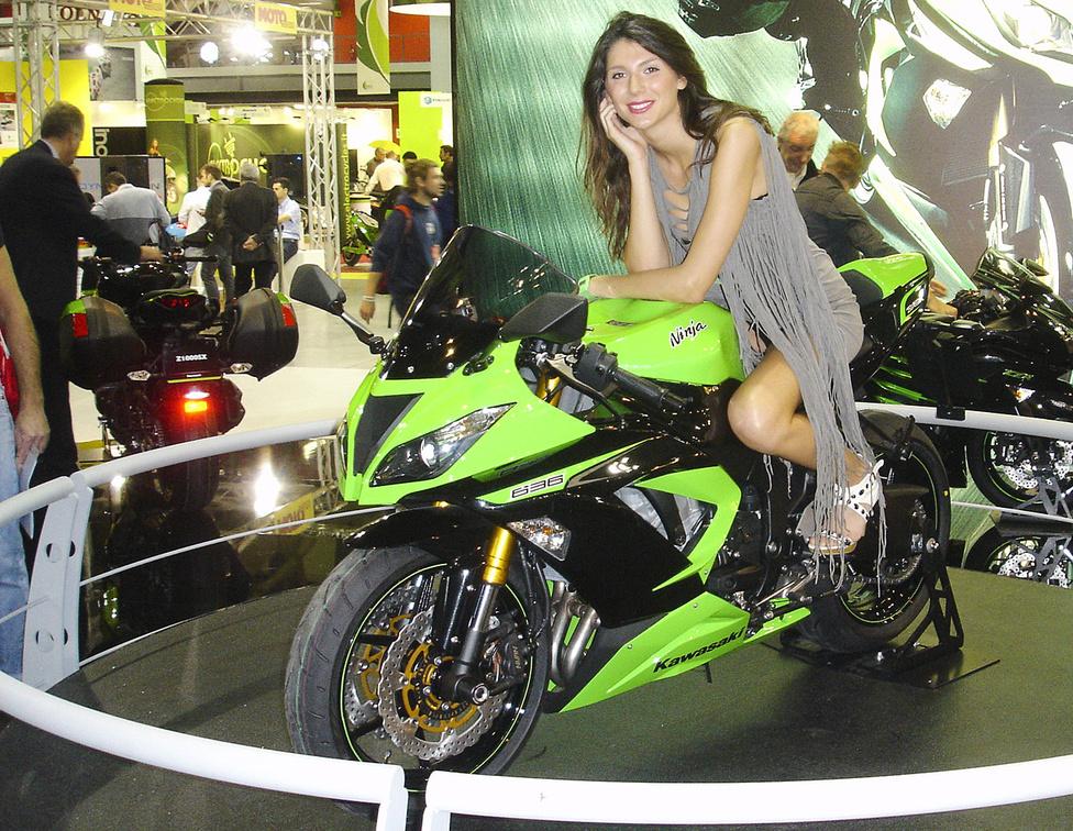 Szívesen alkalmaznak kelet-európai lányokat az olasz motorkiállításokon
