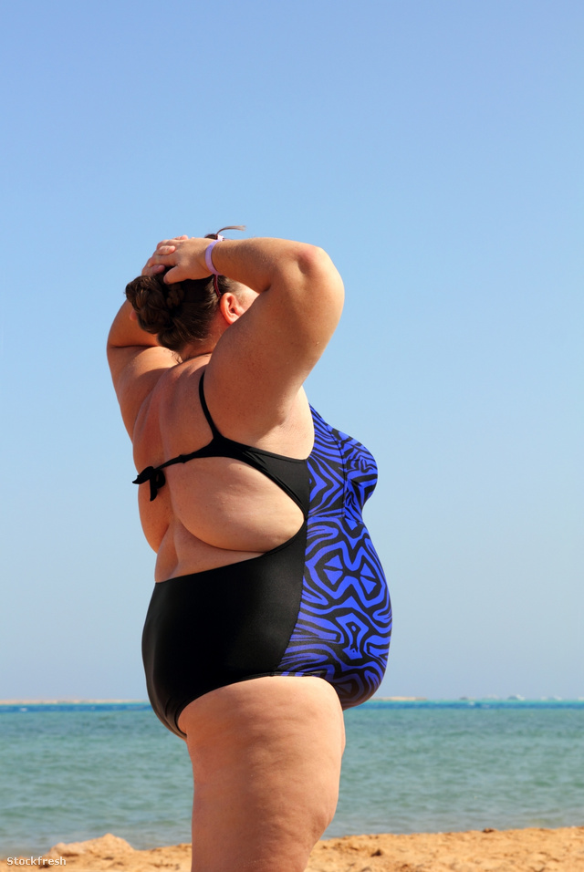 stockfresh 1098339 overweight-woman-on-beach-with-hands-up sizeM