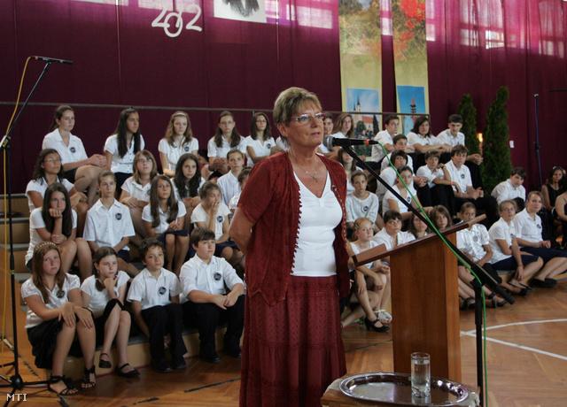 Hoffmann Rózsa egy nemzeti tanévnyitó ünnepségen