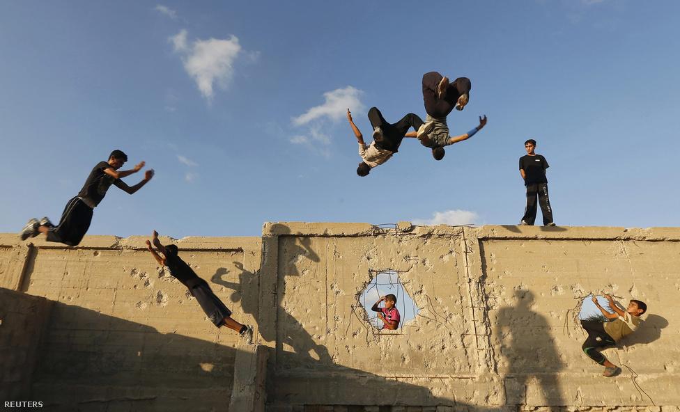 Parkourosok edzenek Gázavárosban szeptember 12-én.
