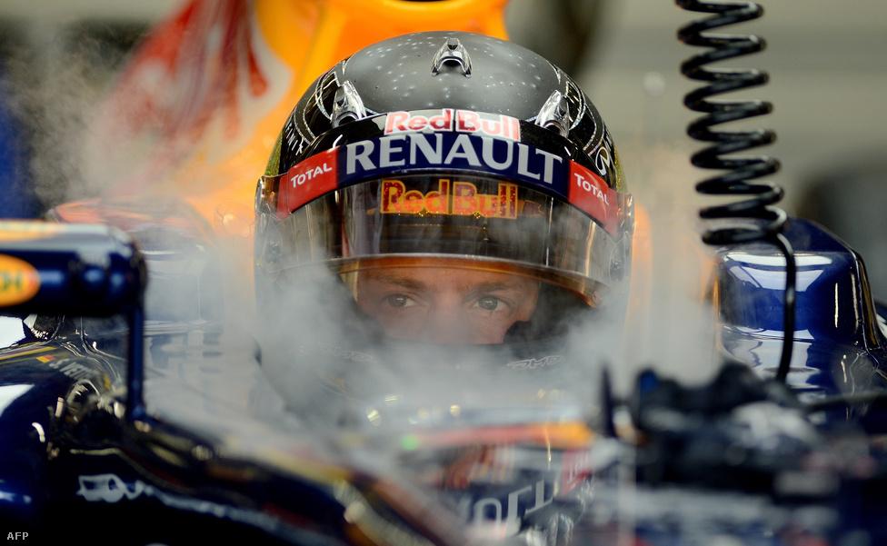 A legtöbb aktív világbajnokot felvonultató F1 szezont végül a címvédő, Sebastian Vettel nyerte, itt még a Szingapúri nagydíjon, amikor még nyitott volt a vb-cím sorsa Vettel és a Ferrari pilótája, Fernando Alonso között.