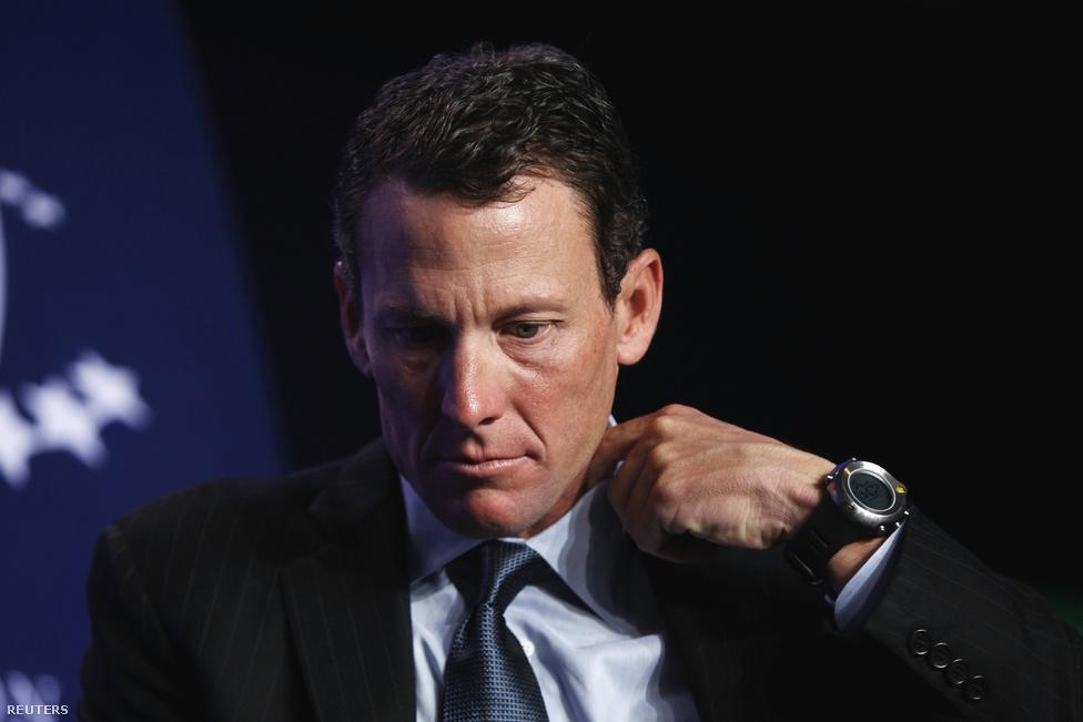Lazít egyet gallérján Lance Armstrong, hétszeres Tour de France-győztes kerékpáros. Armstrongot mind a hét címétől megfosztotta az USDA doppingellenes szervezet szeptember 22-én, miután felgöngyölítették a sportorvosokból, gyógyszerészekből, sportmenedzserekből és biciklistákból álló hálózatot, amelynek egyik vezetője a US Postal egykori kiválósága volt.