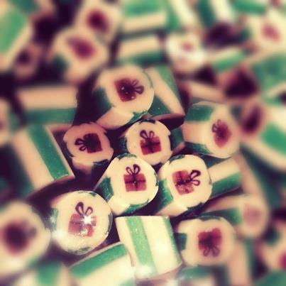 A Cukorka fabric karácsonyi édességei belül marcipános-csokis ízt kaptak.