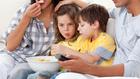 Kövér lesz a gyerek, ha tévé előtt eszik