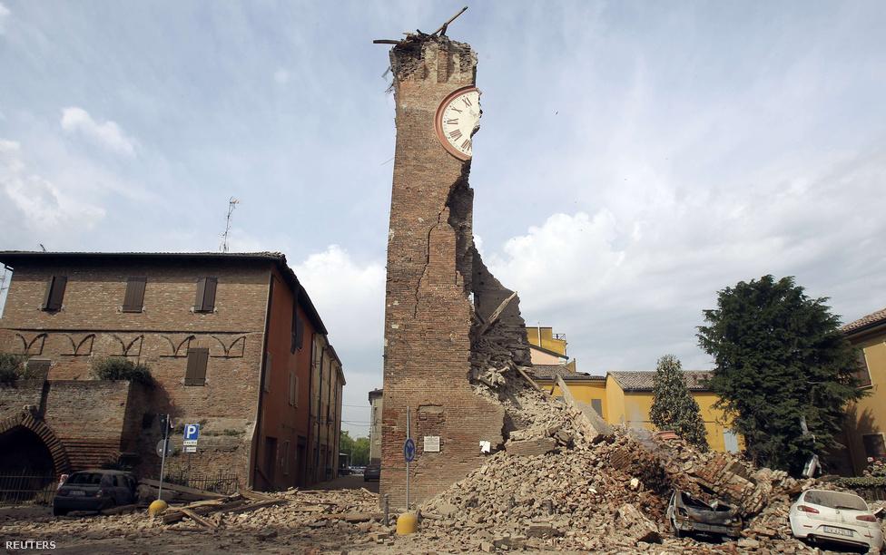 Május huszadikán romba dőlt az olasz Finale Emilia község óratornya, miután 6,0 erősségű földrengés rázta meg Olaszország északi részét.