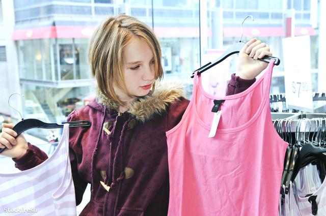 stockfresh 128721 teenage-girl-shopping sizeM