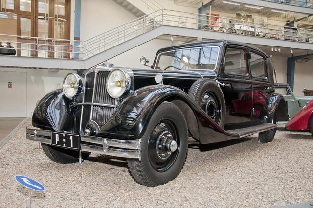 Tatra 80, 1935: cseh luxusautó. Ez a 12 hengeres Masaryk elnöké volt, minden idők legdrágább cseh szériagyártású autója