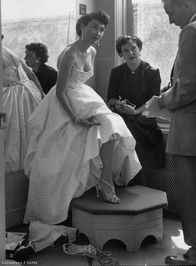 Fiatal olajmágnás feleség 1952-ből.
