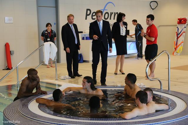 2012. október 9.: Vilmos herceg megnézi a Nemzeti Futballközpontot