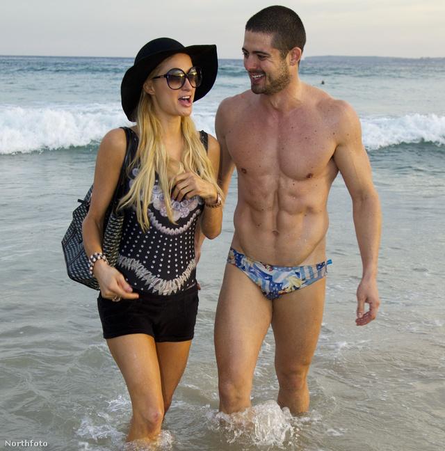Paris Hilton áprilisban Syndeyben egy rajongójával