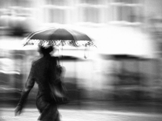 stockfresh 2267081 a-woman-in-the-rain sizeM