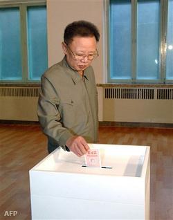 Kim Dzsongil szavaz