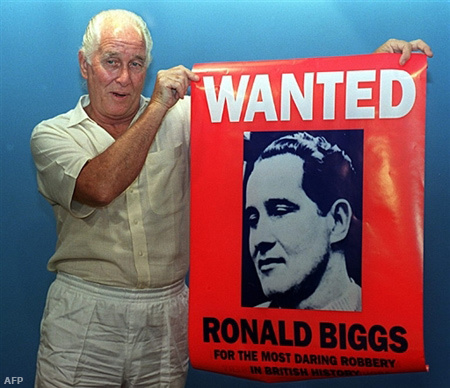 Biggs saját körözési palkátjával