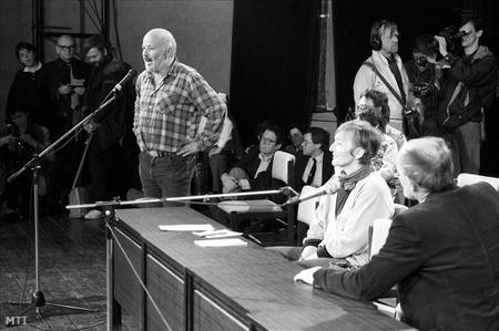 1989. május elsején a Jurta színházban mutatkozott be az SZDSZ.