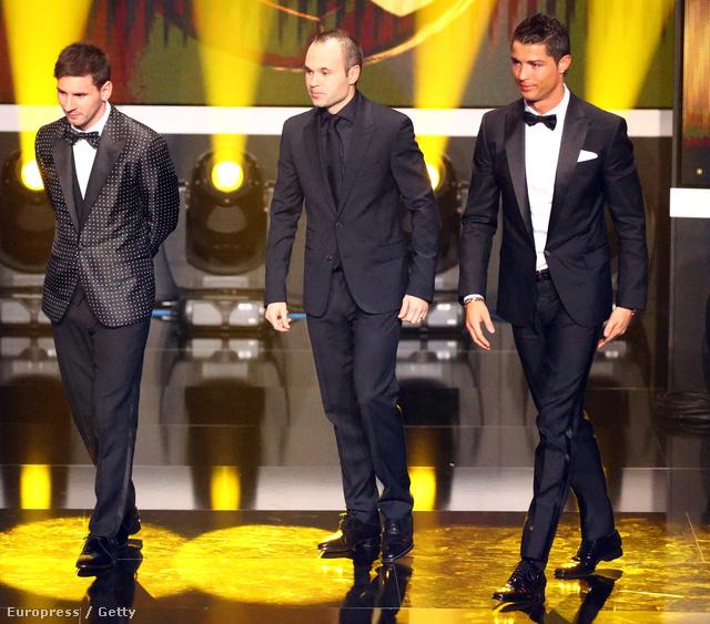 Az est pingvinje, Lionel Messi, az est gyászhuszára, Andres Iniesta és az est bárzongoristája, Cristiano Ronaldo.