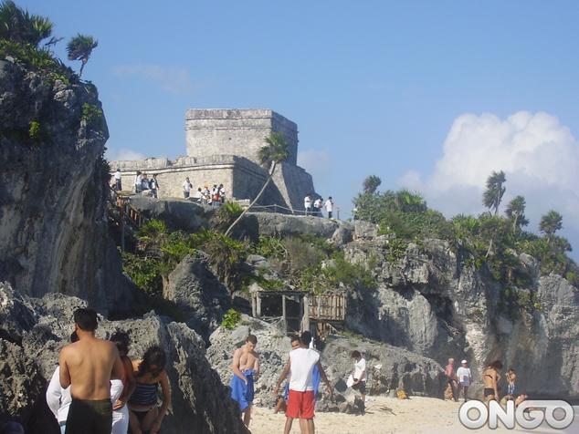 Itt strandolni is lehet a romvárosoknál, Mexikó