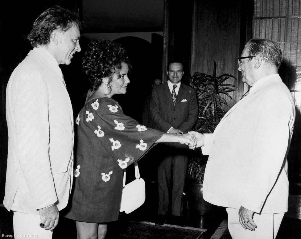 Amellett, hogy könyörtelen diktátor volt, Tito a szocialista vezetők egyik legnagyobb popsztárja volt: 1971-ben nyári rezidenciáján fogadta Elizabeth Taylort és Richard Burtont.