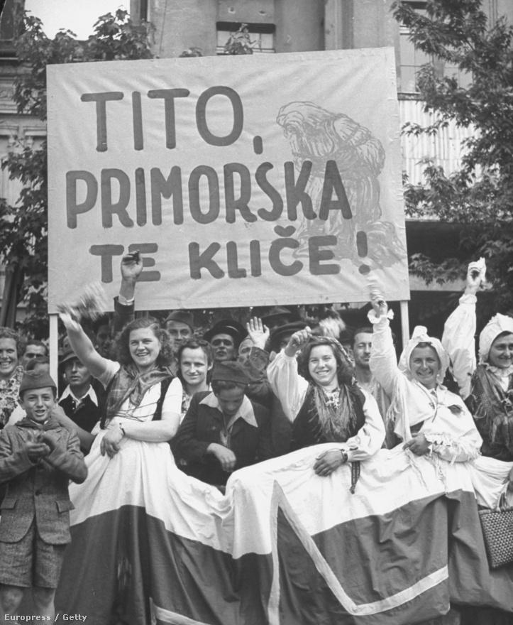 """""""Tito, halld meg a tengerpart kiáltását"""" – kb. így lehet lefordítani a horvát lányok üzenetét az 1946. május 1-i ünnepségen."""