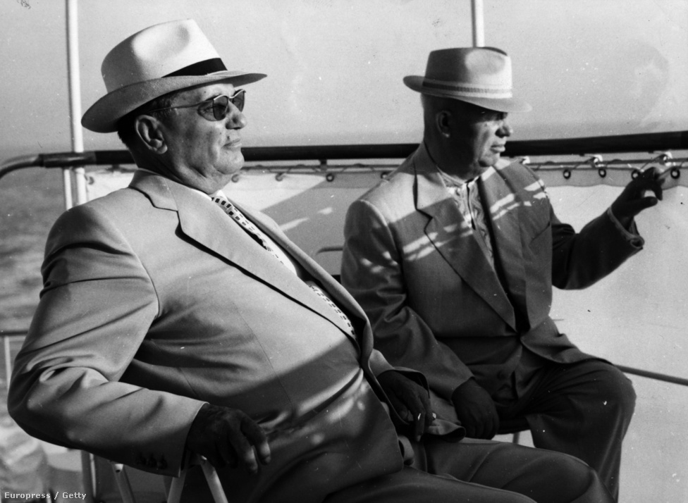 Tito 1963 augusztusában Nyikita Hruscsovval napfürdőzik az Adrián