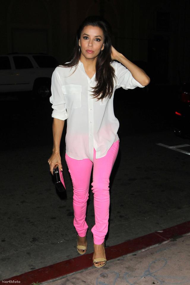 Eva Longoria 2012 április 23-án pink nadrágban ment a divatos hollywoodi étterembe, a Beso-ba, egy üzleti tárgyalásra.