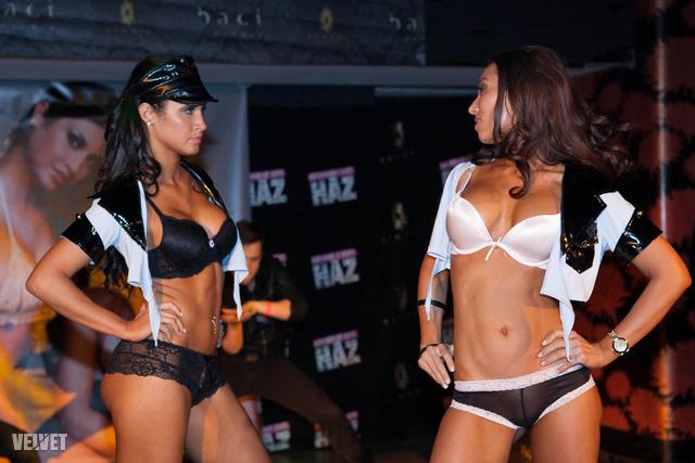 Pintér Marianna (balra) és Fekete Tünde színi előadásával kezdődött a show.