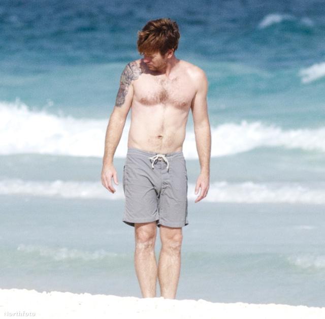 Ewan McGregor családjával vakációzik az óceán partján (már kijött)