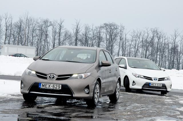 A fehér a hibrid: ezt jól belénk nevelte a Toyota