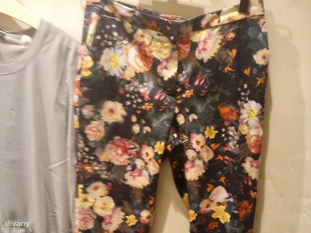 Mango: egy ilyen virágos nadrág kell tavaszra, 9995 forint helyett csak 4995 forint. A H&M-ben már elfogyott a hasonmása, ami csak 4 ezer forint volt.