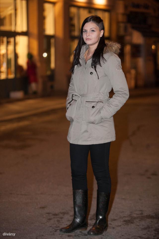 Flóra Eszterrel kávézott az Ankerben: a kabátja Camaieu márkájú