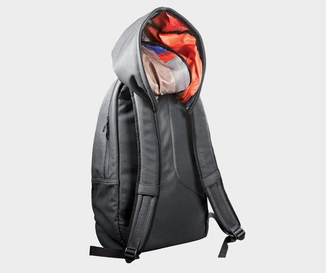 A táska limitált szériában kapható a márkánál.