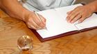 Lehet, hogy kínos, de jól jöhet: házassági szerződéssel a drága válás ellen