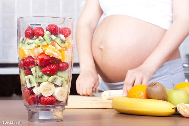 stockfresh 1255492 pregnancy-and-nutrition sizeM