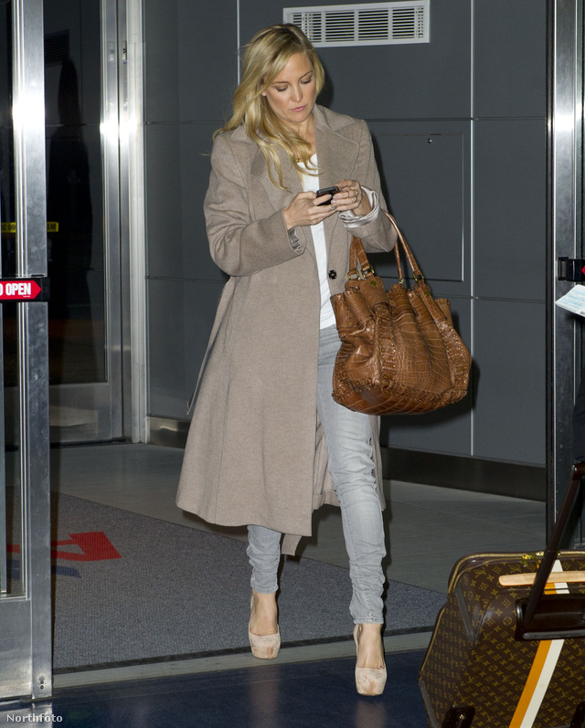 Kate Hudson december 3-án december 3-án így szállt le New Yorkban a JFK reptéren.