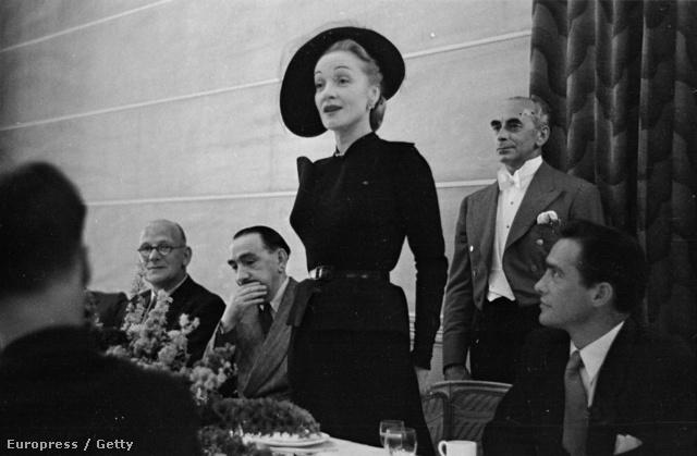 Marlene Dietrich ruhájában akár 2013-ban is leforgathatnák a Rémület a színpadont.