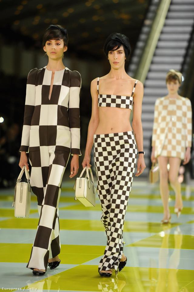 A Louis Vuitton híres kockás kollekciója: a 2012 őszén tartott Párizsi divathéten mutatták be, mint 2013-as nyári kollekciót.