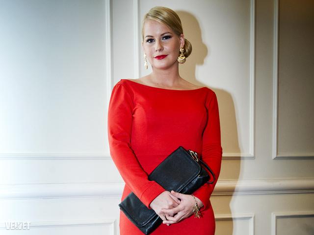 Mádai Vivien Zoia ruhában érkezett