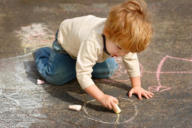stockfresh 331269 boy-drawing-outside-with-chalk sizeM