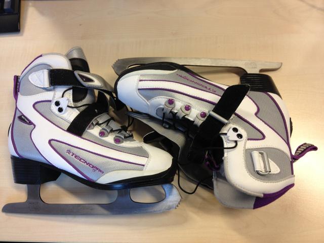 Tecno Pro Rider női korcsolya: nem gyorsul, nem könnyű befűzni...