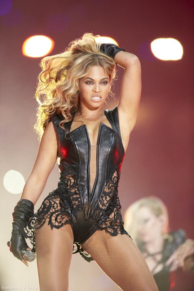 Beyoncé a Super Bowl félidejében