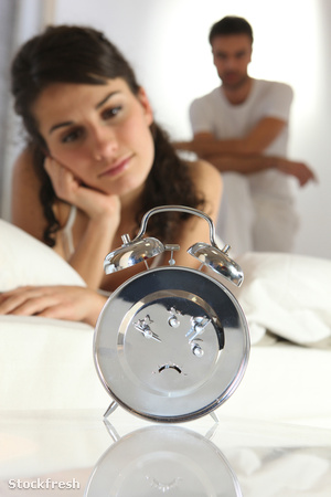 stockfresh 1577580 couple-staring-at-an-alarm-clock sizeM